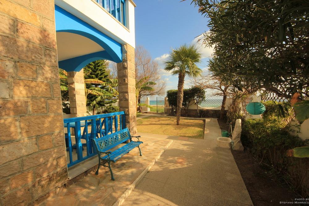 La casa la casa sulla spiaggia b b cagliari for Piani casa sulla spiaggia con portici